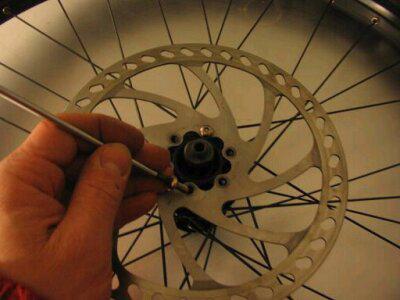 bricolage monter des frein a disque bike technique. Black Bedroom Furniture Sets. Home Design Ideas